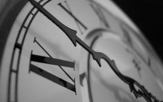 я смотрю на часы